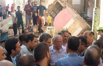 محافظ المنيا يوجه بصرف إعانات عاجلة للأسر المتضررة من انهيار3 منازل بمغاغة