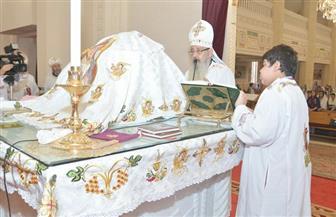 الأنبا بولا يترأس صلاة قداس لطلاب الثانوية العامة بكنيسة مار جرجس بطنطا | صور