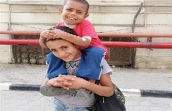 والد طفل بنى سويف المصاب بالفشل الكلوى يطالب الدولة بالمساعدة