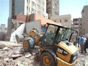 إزالة المنشآت الآيلة للسقوط فى قرية جمصة التابعة لمركز كفر البطيخ