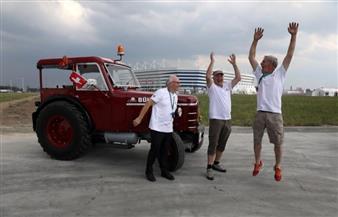 ثلاثة سويسريين يقطعون 2000 كيلومتر بجرار زراعي لحضور كأس العالم