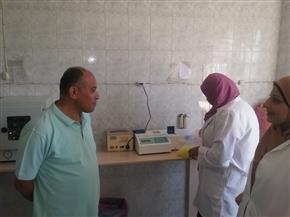 رئيس مدينة سمنود يزور عمال مصنع الملابس المصابين في انقلاب ميكروباص