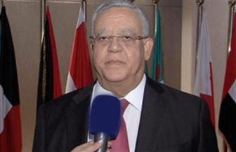 عودة رئيس المحكمة الدستورية العليا للقاهرة بعد زيارة الهند