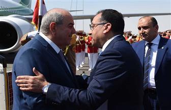 مدبولي يستقبل نائب الرئيس العراقي بمطار القاهرة.. ويجتمعان غدا لبحث التعاون المشترك