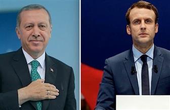 ماكرون يهنئ أردوغان بالفوز في الانتخابات التركية ويدعو إلى حوار أهدأ