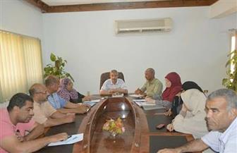 رئيس مدينة القصير يناقش ملف تحسين الخدمات المقدمة للمواطنين | صور