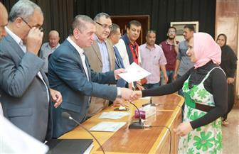 محافظ كفرالشيخ يمنح 251 شهادة أمان لأسر الشهداء وذوي الاحتياجات الخاصة | صور