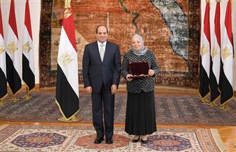 الرئيس السيسي يمنح المستشارة فريال حميدة قطب وسام الجمهورية من الطبقة الأولى