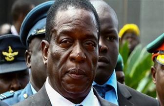 """رئيس زيمبابوي يتلقي لقاح """"سينوفاك"""" الصيني"""