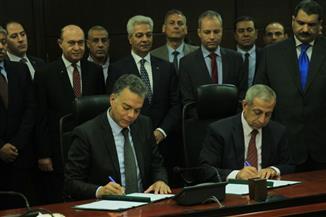 عرفات: منظومة خدمات لوجيستية في الموانئ المصرية.. ومميش: نمتلك المؤهلات لنكون أقوى دولة في المجال