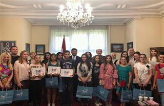 السفير المصري في بلجراد يسلم جوائز مسابقة مصر في عيون أطفال العالم لأطفال الصرب الفائزين | صور