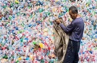 قبل يوم البيئة العالمي.. نفايات البلاستيك تخنق شاطئا في فيتنام