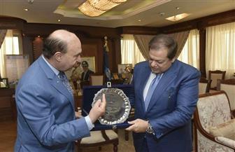 أبو العينين: المنطقة الاقتصادية بوابة العالم للاستثمار.. ومميش يهديه درع قناة السويس