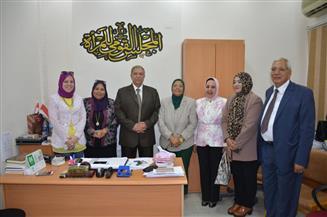 محافظ الإسماعيلية يشهد توزيع فرع المجلس القومى للمرأة لكراتين رمضان