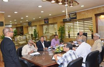 محافظ أسوان يلتقى 40 موظفا من المتقدمين لوظيفة رئيس مجلس قروى | صور
