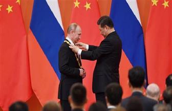 """الرئيس الصيني يمنح بوتين قلادة الصداقة ويصفه بأنه """"أعز صديق"""""""