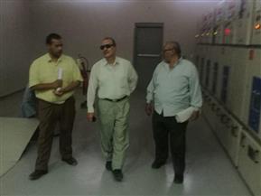 وكيل كهرباء الأقصر يتفقد تنفيذ لوحة توزيع بقرية الديمقراط بمركز أرمنت