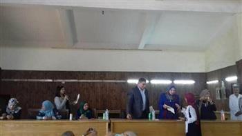 """""""القومى للمرأة"""" بالمنيا يسلم شهادات أمان للسيدات المعيلات بديرمواس"""