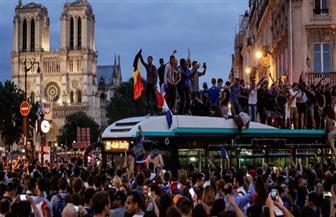 الفرنسيون يغلقون شوارع باريس احتفالا بالتأهل لنهائي المونديال | فيديو وصور