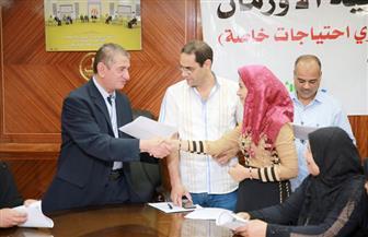 محافظ كفرالشيخ يوزع شهادات أمان على الأسر الأكثر احتياجا بمركزى بيلا والحامول| صور
