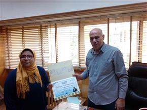 رئيس مدينة المحلة يكرم الأولى أدبى مكفوفين بالثانوية الأزهرية   صور