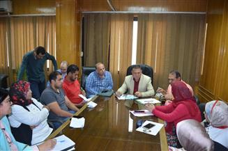 محافظ الإسماعيلية يطالب رؤساء المحليات بسرعة تنفيذ مشروعات تطوير المناطق العشوائية