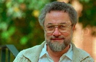 وفاة الإذاعي الأمريكي أدريان كروناور عن 79 عاما