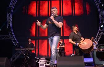 "فارس كرم يشدو في حفل غنائي بـ""طابا""   صور"