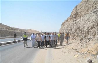 محافظ المنيا يتفقد طريق الشرفا