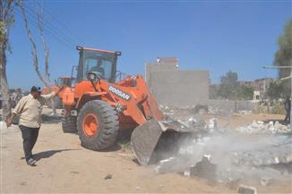إخلاء وإزالة 16 منزلا في حملة مكبرة بالبرلس| صور
