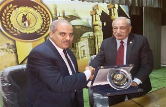 معهد إعداد القادة بحلوان يكرم رئيس جامعة الأزهر | صور