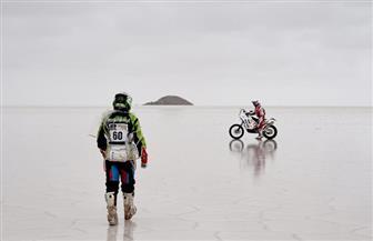 مدرس فرنسي كفيف يقطع صحراء الملح البوليفيّة في سبعة أيام
