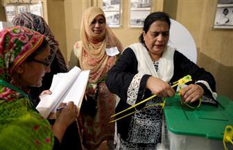 غلق مراكز الاقتراع في الانتخابات الباكستانية الصعبة