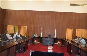 مناقشة موقف تقنين وضع اليد على أراضي الدولة بمختلف مدن البحر الأحمر