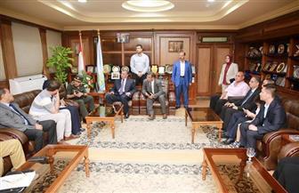 محافظ كفر الشيخ يستقبل رئيس الشركة المصرية للرمال السوداء لإنشاء المصنع الثانى ببلطيم | صور