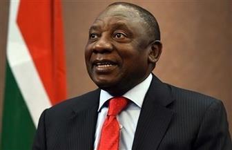 رئيس جنوب إفريقيا يلغي قيود العزل العام بعد تراجع عدد الإصابات بكورونا