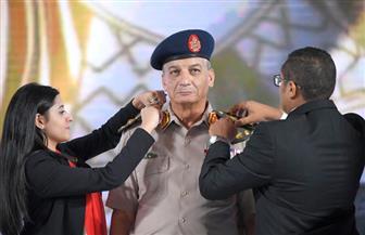 قائد الحرس الجمهوري الأسبق يكشف سر ترقية الفريق أول محمد زكي بقرار جمهوري بأيدي الشباب| صور