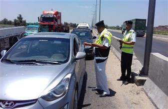 المرور يواصل التوعية ويوزع نشرات لقائدي السيارات | صور