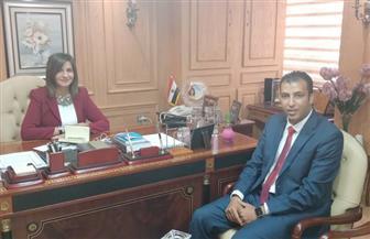 """وزيرة الهجرة تستقبل أحد علماء """"مصر تستطيع"""" لاستعراض نتائج مشروعه لتدوير المخلفات"""