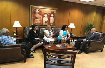 سفير مصر بواشنطن يستقبل أسرة المواطن أندرو سمير ويعدها بمتابعة تطورات المحاكمة