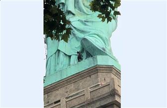 الشرطة الأمريكية تخلي جزيرة ليبرتي بعد تسلق امرأة تمثال الحرية