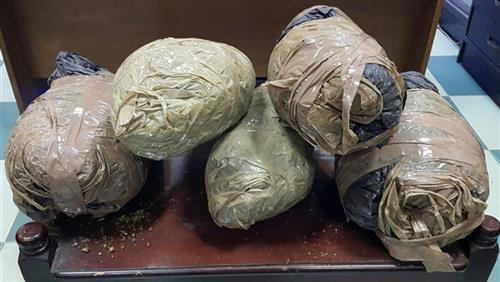 ضبط 4 عاطلين بالإسماعيلية بحوزتهم كمية من المخدرات -