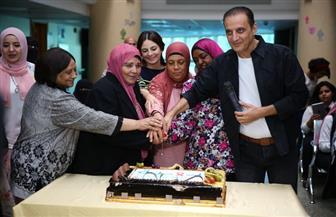 الليلة.. طارق علام داخل مؤسسة بهية بمناسبة الاحتفال بشفاء المريض رقم ٥٢ ألفا |  صور