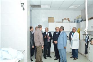 رئيس جامعة أسيوط يتفقد أول وحدة رنين مغناطيسي للفحوصات التشخيصية | صور