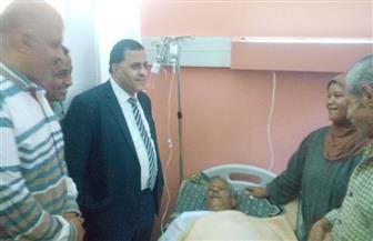 رئيس السكة الحديد يزور أحد العاملين بالمستشفى أصيب خلال تأدية عمله بورش الفرز| صور