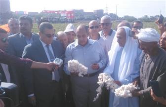 وزير الزراعة يفتتح موسم جني القطن بمنشأة رحمي في الفيوم