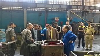 جولة مفاجئة لرئيس السكك الحديدية بورش عمرة وصيانة الجرارات | صور