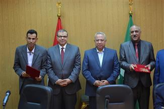"""""""سعفان"""" يشهد توقيع اتفاقية صرف علاوة خاصة  لـ9973 عاملا بالشرقية"""