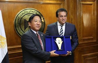 وزير التعليم العالي يعتمد نتيجة منح الإعلان الثالث للمبادرة المصرية - اليابانية للتعليم | صور