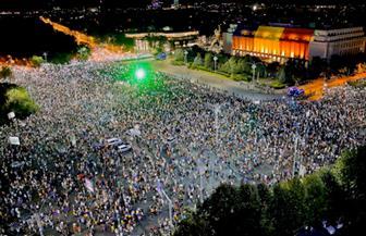 الآلاف يحتجون في رومانيا للمطالبة باستقالة الحكومة
